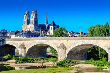 La cathédrale et le pont Georges V à Orléans
