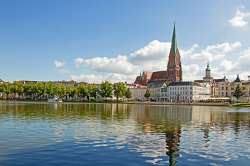 Schwerin - Pfaffenteich mit Blick auf den Dom