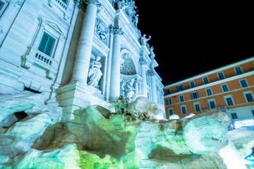 Monumenti e luoghi da visitare a Roma: fontana Trevi di notte