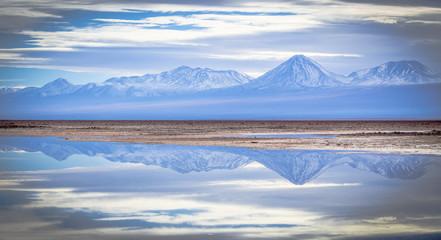 Reflexo das montanhas no lago