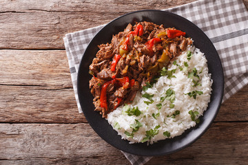 ropa vieja: beef stew in tomato sauce with vegetables and rice. horizontal top view