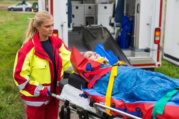 Rettungssanitäterin  Bilder und Videos suchen: rettungssanitäterin