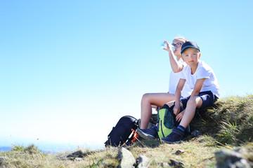 Fototapeta Turyści. Odpoczynek na szlaku górskiej wyprawy. obraz