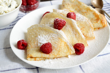 crepes and respberry