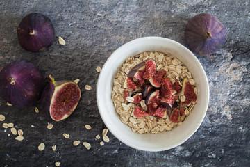 oatmeal breakfast with figs