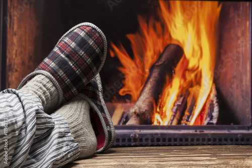 entspannen am kamin zu hause gem tlich im herbst winter stock photo and royalty free images on. Black Bedroom Furniture Sets. Home Design Ideas
