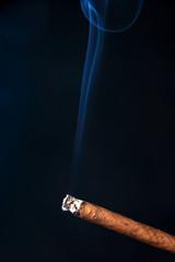 Zigarillo rauchen