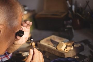 Goldsmithexamining diamond