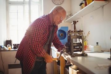 Goldsmith manufacturing ring