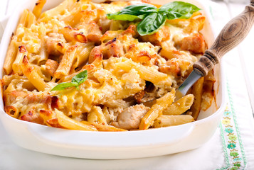 Chicken breast  and cheese rigatoni bake