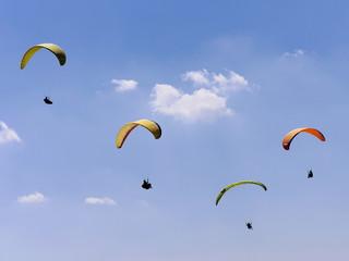Gleitschirmfliegen auf der Wasserkuppe/Rhön