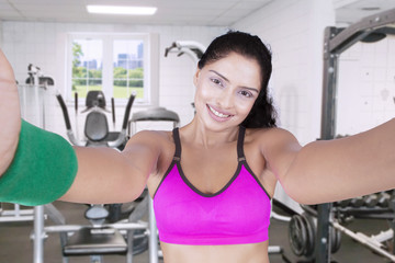 Indian model makes selfie picture at gym