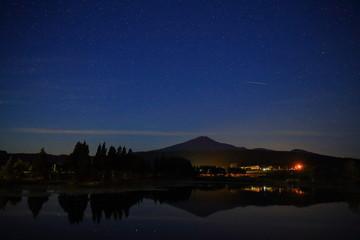 鳥海山と星空