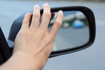 adjust  wing mirror by hand