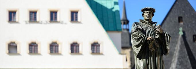 Denkmal Martin Luthers auf dem Marktplatz von Eisleben, Germany