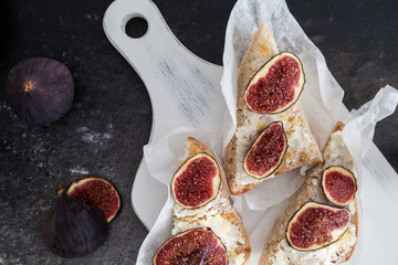 Fresh figs on goat cheese bread