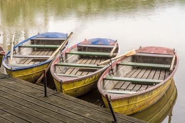 Entspannung bei einer Ruderbootfahrt auf einem kleinen See
