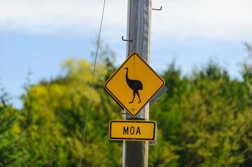 Moa Warnschild - moa raod sign
