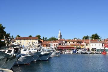 Novigrad, Stadt, Hafen, Fischereihafen, Boot, Fischerboot, Netz, Kran