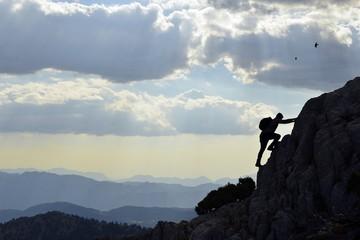 Bulutlara Dokunmak İçin Zirvelere Tırmanmak