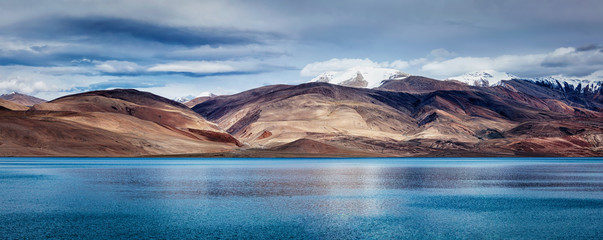 Fotomurales - Panorama of Lake Tso Moriri in Himalayas, Ladakh