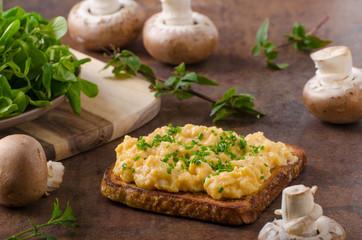 Scrambled eggs french toast