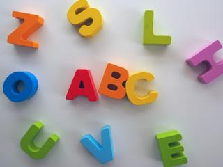 ABC, bunte Holzbuchstaben