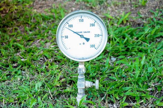 Measure water pressure gauge in the park