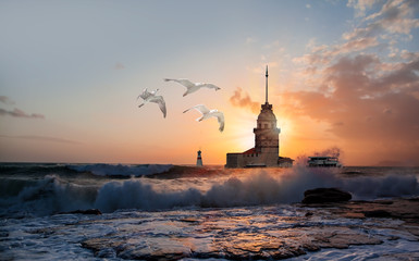 Istanbul Maiden Tower (kiz kulesi) at sunset