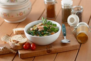 zuppa di fagioli cannellini e spinaci