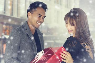 Photos illustrations et vid os de par rdrgraphe - Cadeau pour jeune couple ...