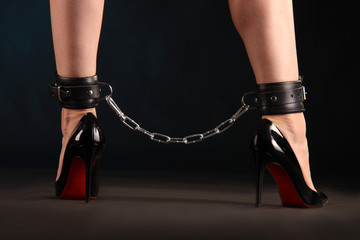 Feettcuffs with chain