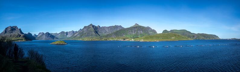 Lofoten Panorama mit Lachsfarm