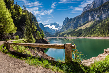 Photo sur Plexiglas Cappuccino Sunny sunrise at Gosausee lake in Gosau, Alps, Austria