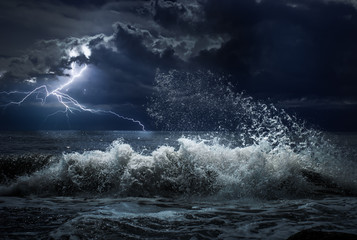 Poster Onweer dark ocean storm with lgihting and waves at night