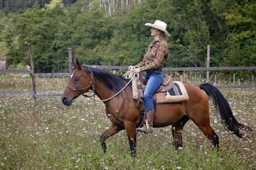 bella ragazza a cavallo