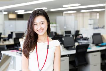 Obraz portrait of asian businesswoman in the office - fototapety do salonu