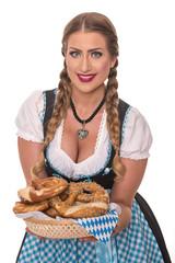 Frau im Dirndl mit sexy Dekollete hält Korb voll Brezeln - Oktoberfest