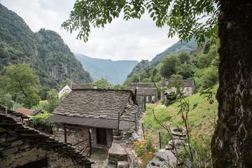 Das verlassende Bergdorf Pogallo im Nationalpark Valgrande Norditalien