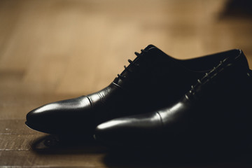 black and shiny shoes for the groom