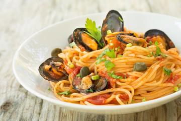 Spaghetti con cozze e sugo