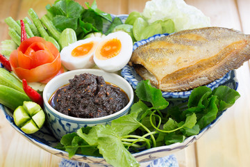 Fried chili paste, eaten with vegetables and fried fish, (thai l