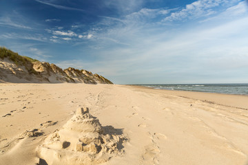 Sandstrand mit Burg Meer