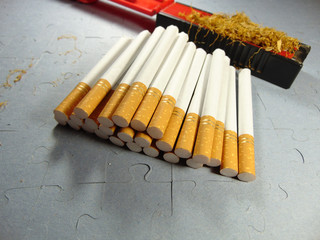 Smoking set for hand rolled cigarettes