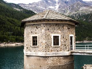 diga lago di Ceresole Reale, Torino, Piemonte, Italia (Parco nazionale del Gran Paradiso), energie alternative, energie pulite