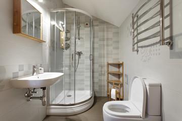 Small bathroom in gray tones