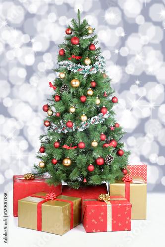 Weihnachtsbaum weihnachten dekoration schnee schneien for Dekoration weihnachtsbaum