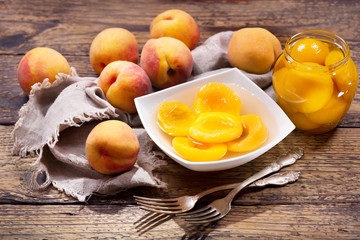 bowl of canned peaches