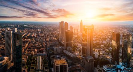 Frankfurter Skyline im Sonnenuntergang Fototapete