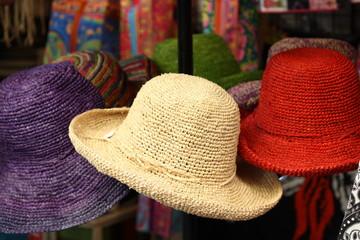 Francia, Corsica - colorful hats in a market